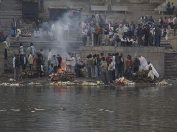cremazione a Harishchandra