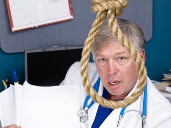 medico alle prese con la burocrazia